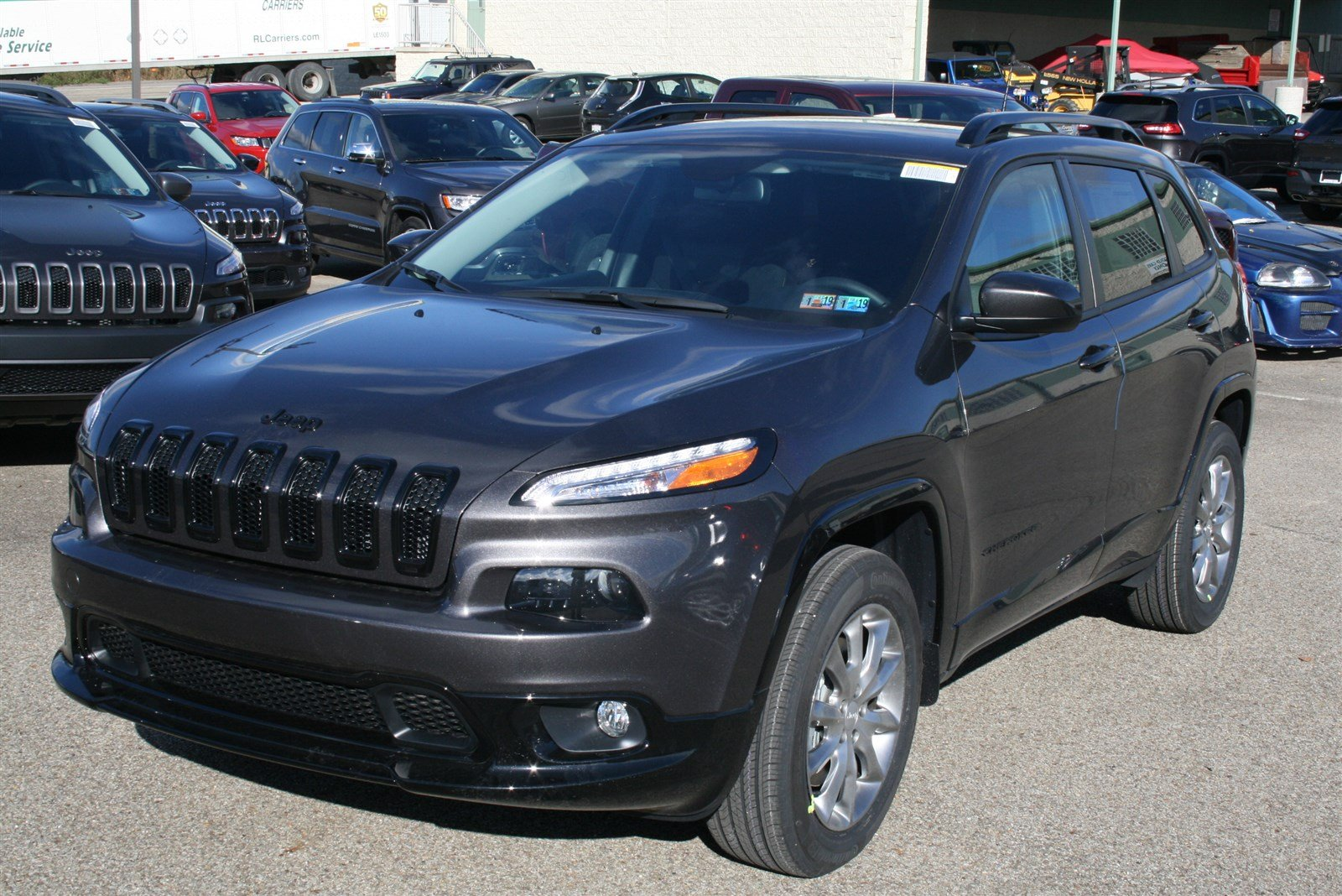 new 2018 jeep cherokee latitude tech connect sport utility in greensburg j21893 hillview motors. Black Bedroom Furniture Sets. Home Design Ideas