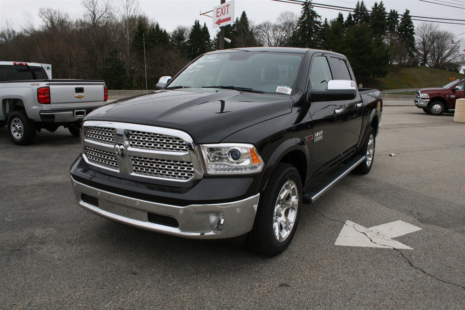 New 2017 RAM 1500 Laramie Crew Cab in Greensburg D5254
