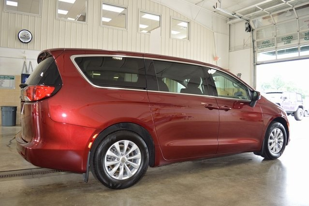 Certified Pre-Owned 2018 Chrysler Pacifica LX